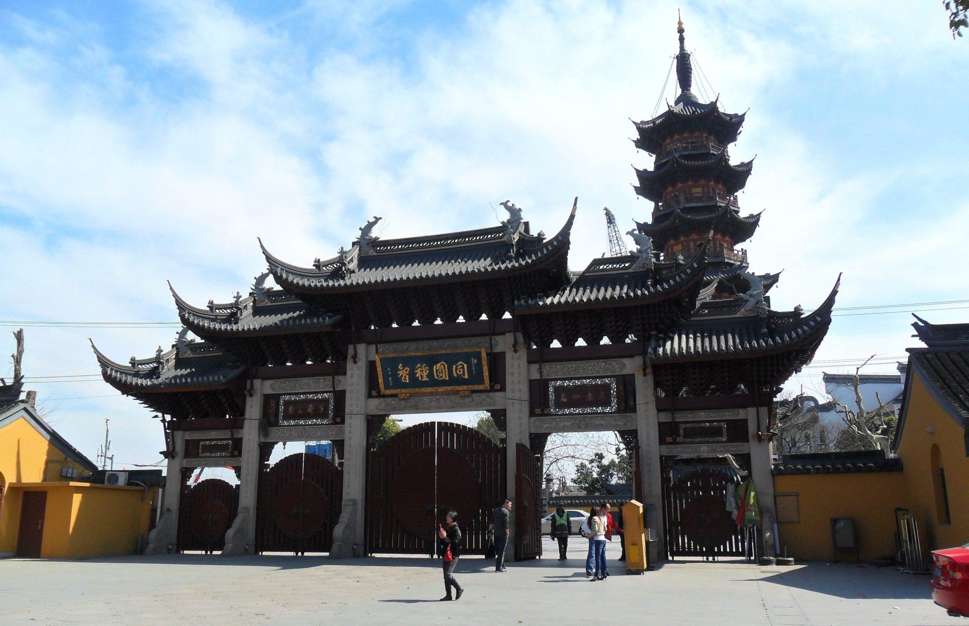 Longhu Temple